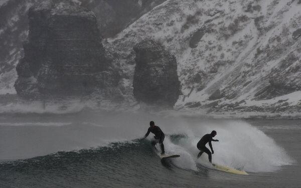 Le immagini di surf invernale in Kamčatka e nel Territorio del Litorale di Jurij Smitnjuk (Russia) - Sputnik Italia
