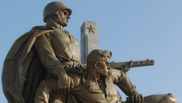 Un monumento dedicato alle truppe sovietiche a Varsavia - Sputnik Italia