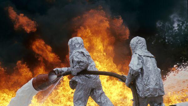 Vigili del fuoco spengono incendio - Sputnik Italia