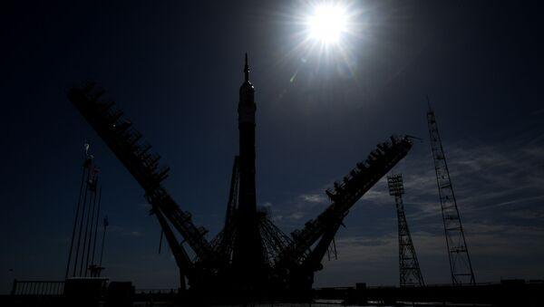 Postazione di lancio al cosmodromo di Baikonur con navicella Soyuz - Sputnik Italia