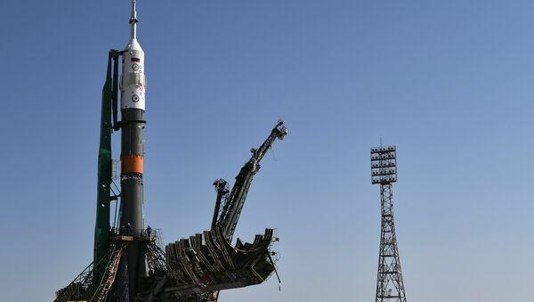 "Il razzo-vettore ""Soyuz-FG"" con la navetta ""Soyuz MC-05"" - Sputnik Italia"