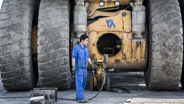 L'estrazione del ferro grezzo in Iran - Sputnik Italia