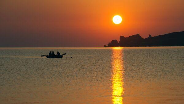 Toursists during a morning fishing the Sea of Azov in the vicinity of the resort Kurortnoye - Sputnik Italia