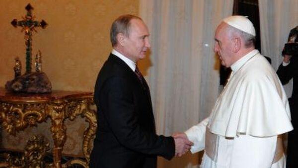 Il presidente russo Vladimir Putin durante l'incontro con Papa Franceso al Vaticano - Sputnik Italia