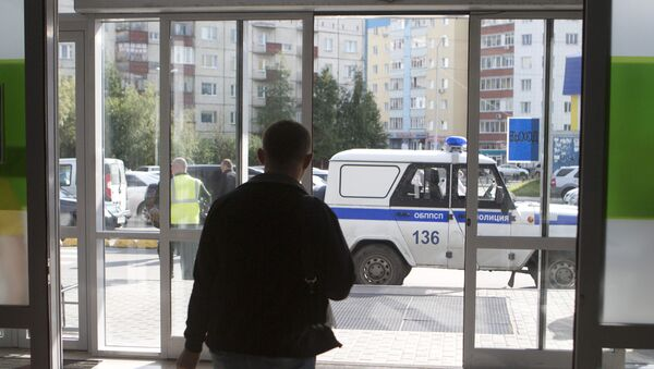Police work in the center of Surgut on the site of a knife attack by an unidentified man who wounded eight people. - Sputnik Italia
