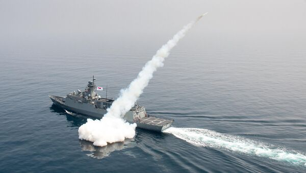 South Korean navy ship fires a missile during a drill in South Korea's East Sea - Sputnik Italia