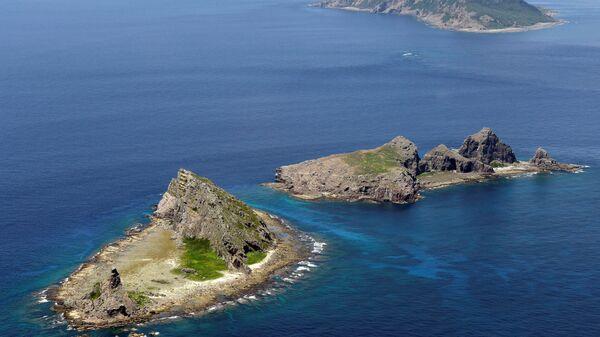 A group of disputed islands, Uotsuri island (top), Minamikojima (bottom) and Kitakojima, known as Senkaku in Japan and Diaoyu in China is seen in the East China Sea (File) - Sputnik Italia