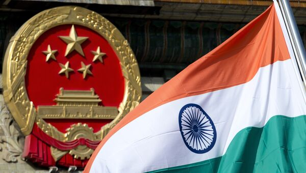 An Indian national flag is flown next to the Chinese national emblem. (File) - Sputnik Italia