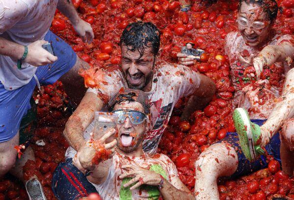 La battaglia annuale di tomate La Tomatina in Spagna. - Sputnik Italia