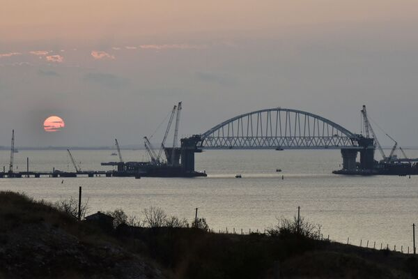 L'arco ferroviario del ponte sullo stretto di Kerch. - Sputnik Italia