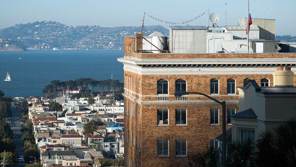 The Russian flag flies at half mast at the Consulate-General of Russia in San Francisco, California (File) - Sputnik Italia