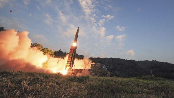 Запуск южнокорейской баллистической ракеты малой дальности Hyunmoo II в ходе совместных военных учений США и Южной Кореи - Sputnik Italia