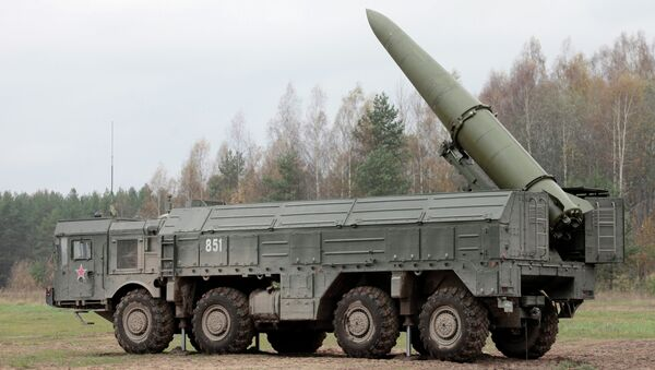 Una batteria missilistica mobile Iskander - Sputnik Italia