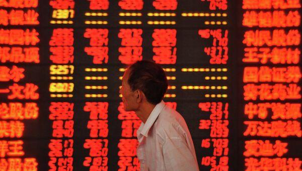 Un investitore alla borsa di Shangai - Sputnik Italia