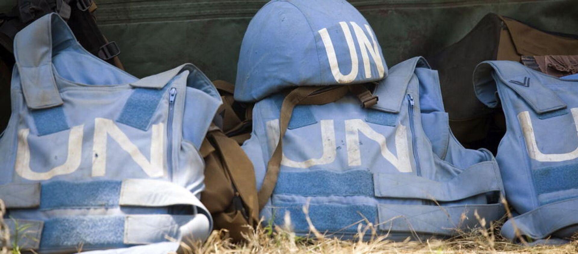 Шлем и бронежилеты миротворцев ООН - Sputnik Italia, 1920, 23.02.2021