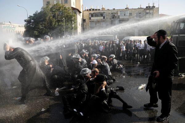 Scontri tra la polizia e gli ultraortodossi a Gerusalemme, Israele. - Sputnik Italia