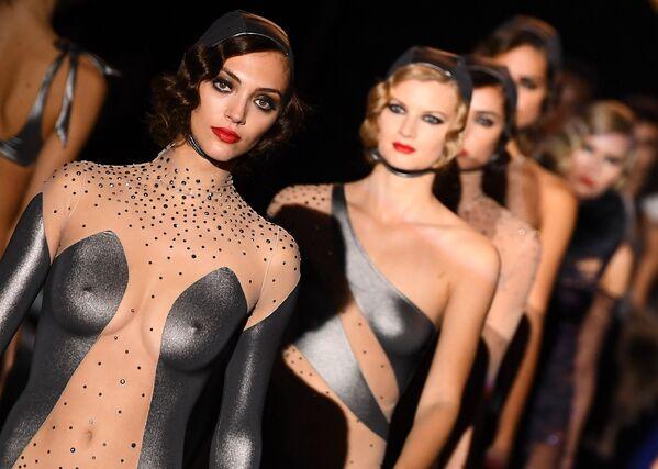 Le modelle del brend Andres Sarda alla Madrid Fashion Week. - Sputnik Italia