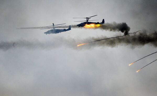 Gli elicotteri Ka-52 durante le manovre ZAPAD-2017. - Sputnik Italia