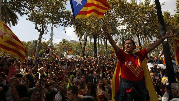 La bandiera catalona vista durante le manifestazioni a Barcellona. - Sputnik Italia