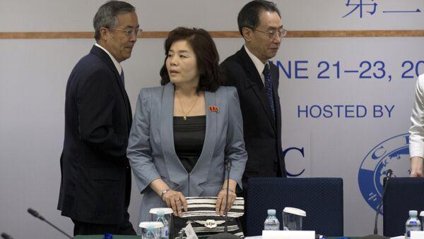 Choe Son Hui (center) - Sputnik Italia
