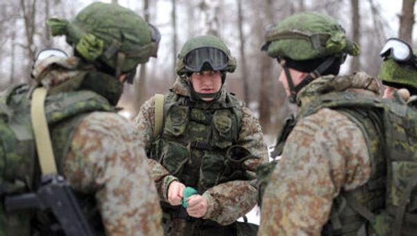 Военнослужащие демонстрируют боевую экипировку Ратник - Sputnik Italia
