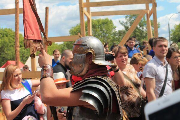 Gli spettatori accompagnano i guerrieri al combattimento. - Sputnik Italia