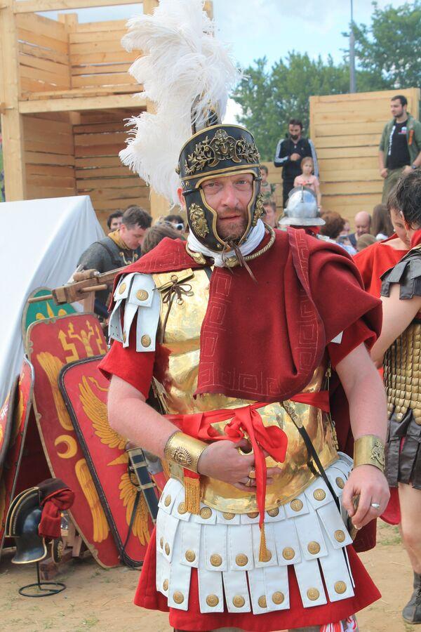 I costumi dei partecipanti al festival sono stati realizzati in forma artigianale - Sputnik Italia