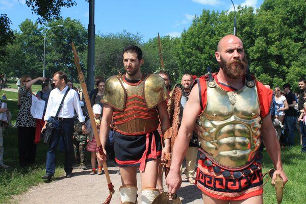 I partecipanti alla rievocazione storica si preparano ad un'altra battaglia - Sputnik Italia
