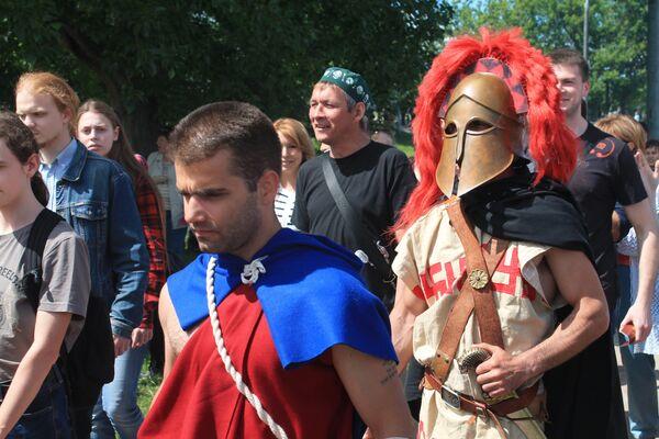 Gli spettatori accompagnano i gladiatori al combattimento. - Sputnik Italia