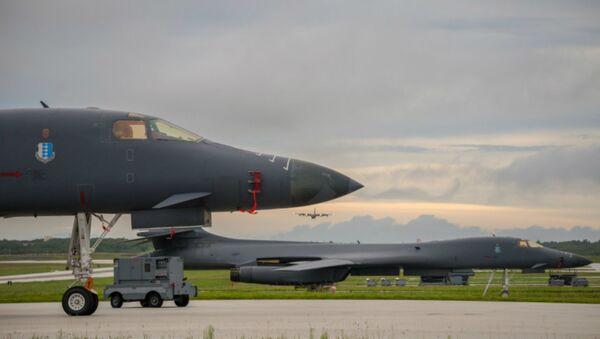 Bombardiere USA B-1B si prepara al decollo - Sputnik Italia
