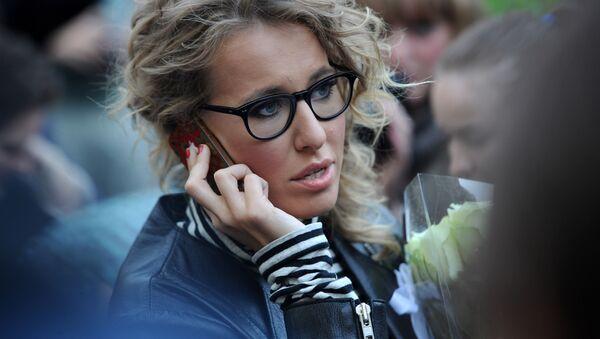 елеведущая Ксения Собчак во время народных гуляний сторонников оппозиции на Чистопрудном бульваре - Sputnik Italia