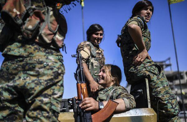 Le combattenti curde che hanno liberato Raqqa - Sputnik Italia