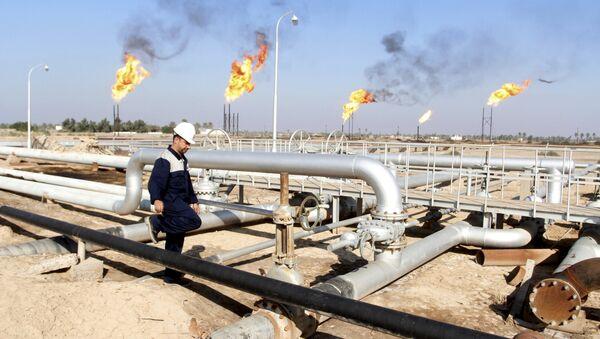 Raffineria di petrolio in Iraq - Sputnik Italia