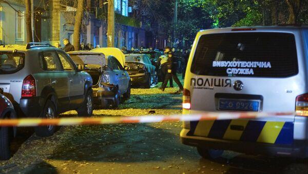 Investigators work at the site of a car explosion in central Kiev, Ukraine October 25, 2017. - Sputnik Italia
