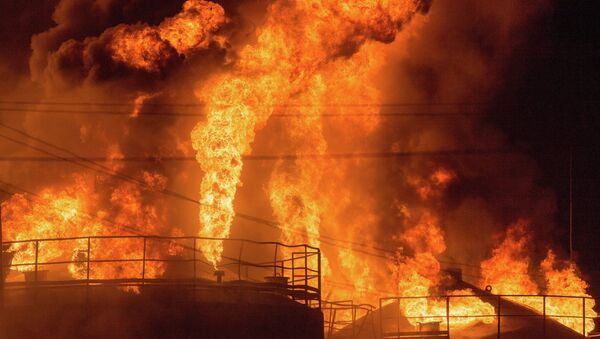 Incendio impianto stoccaggio e raffinazione petrolio, regione di Kiev - Ucraina - Sputnik Italia