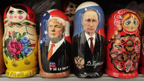 Le Matryoshka con i volti di Trump e Putin - Sputnik Italia