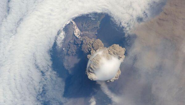 Foto satellitare di eruzione vulcanica - Sputnik Italia