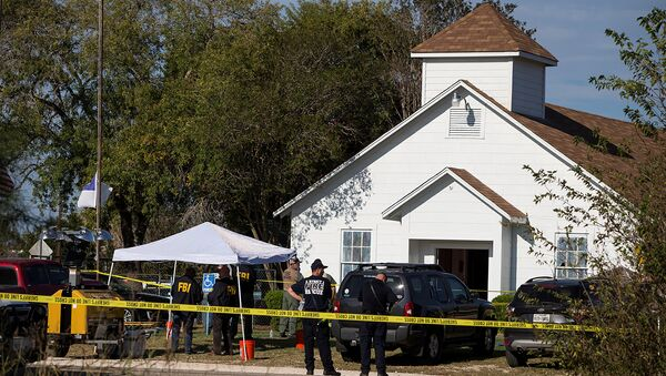 Law enforcement officials investigate a mass shooting at the First Baptist Church in Sutherland Springs, Texas, U.S. November 5, 2017 - Sputnik Italia