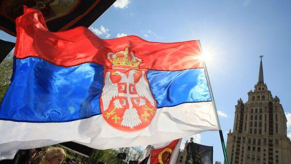 Le bandiere dell'UE e della Serbia - Sputnik Italia