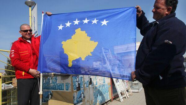 Le bandiere del Kossovo e della Serbia - Sputnik Italia