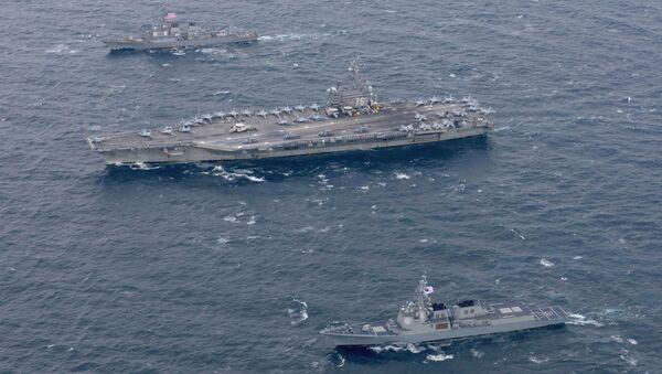La portaeri USS Ronald Reagan e navi di scorta USA e sudcoreane navigano vicino la penisola coreana - Sputnik Italia