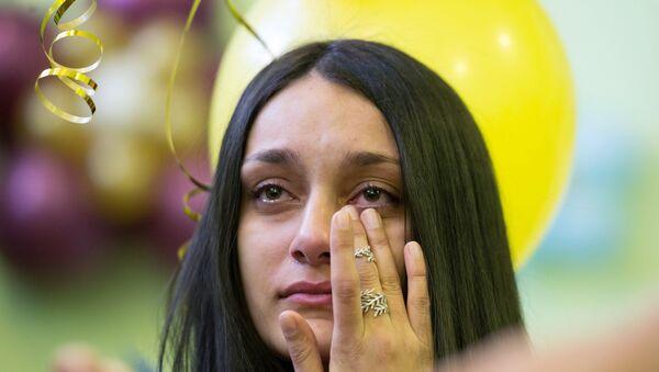 Una ragazza in lacrime - Sputnik Italia