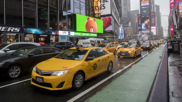 In this Thursday, May 25, 2017, file photo, traffic makes its way down Seventh Avenue in New York's Times Square - Sputnik Italia