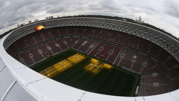 Veduta dall'alto del nuovo stadio Luzhniki, dove si svolgerà la finale dei Mondiali 2018 - Sputnik Italia