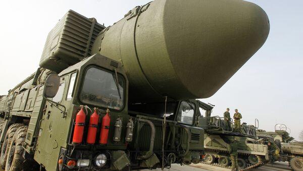 The Topol M missile system shown at Alabino range near Moscow - Sputnik Italia