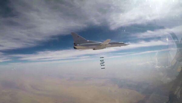 Sei Tu-22M3 hanno colpito lo Stato Islamico nel quartiere della città siriana di Al Bukemal. - Sputnik Italia