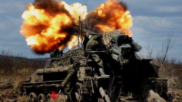 Le esercitazioni dei cannoni d'assalto semoventi 2S5 Giatsint-S. - Sputnik Italia