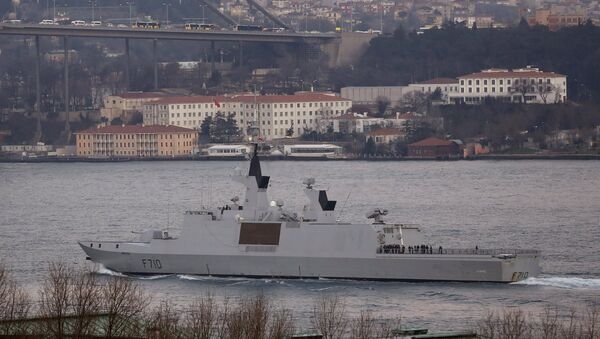 French Navy (Marine Nationale) frigate La Fayette sets sail in the Bosphorus, on its way to the Black Sea, in Istanbul March 24, 2015. - Sputnik Italia