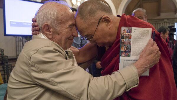 Il schienziato russo David Dubrovsky e Dalai Lama - Sputnik Italia