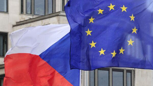 Bandiere dell'Ue e della Repubblica Ceca - Sputnik Italia